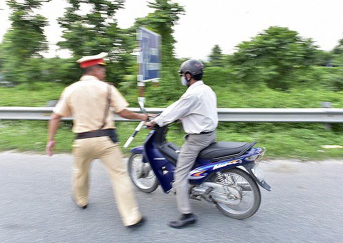 Thẩm phán vi phạm giao thông, đến công an trình báo nghi bị cướp xe - Ảnh 1.