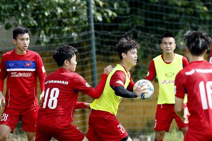 Ai là tuyển thủ mặc nhiều số áo nhất bóng đá Việt? - Ảnh 1.