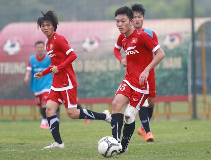 Ai là tuyển thủ mặc nhiều số áo nhất bóng đá Việt? - Ảnh 9.
