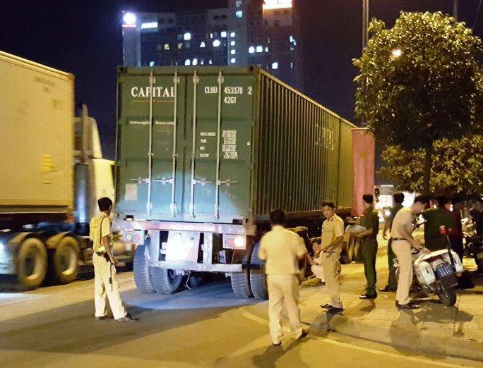 Và đây là xe container gây tai nạn, bị bắt khi tài xế chạy khỏi hiện trường gần 500 m