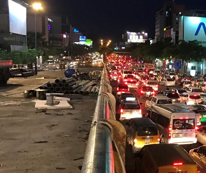 Từ ngày 3-7, khai thác cầu vượt ở cổng sân bay Tân Sơn Nhất - Ảnh 1.