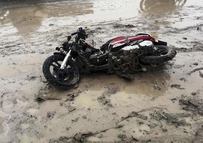 Tai nạn nghiêm trọng ở dốc cầu Phú Mỹ, 2 người tử vong - Ảnh 2.