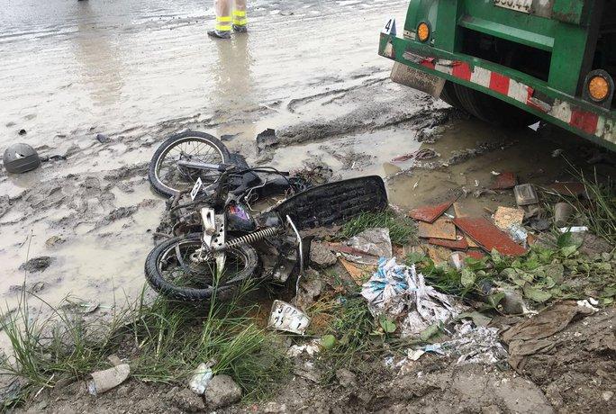 Tai nạn nghiêm trọng ở dốc cầu Phú Mỹ, 2 người tử vong - Ảnh 1.