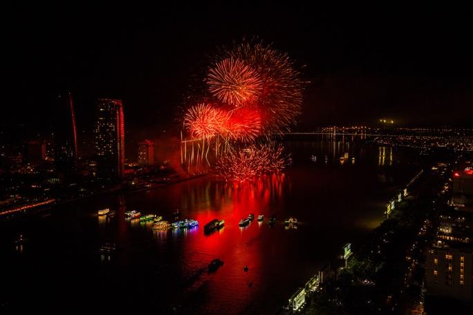 Anh, Úc và Ý vào đêm chung kết Pháo hoa Quốc tế Đà Nẵng 2017 - Ảnh 2.