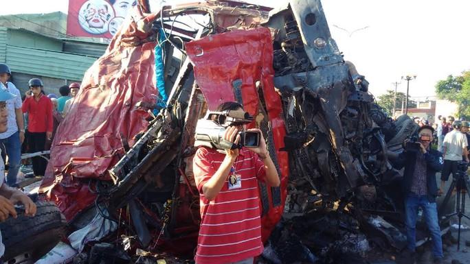 Tai nạn kinh hoàng ở Gia Lai, ít nhất 10 người chết - Ảnh 3.