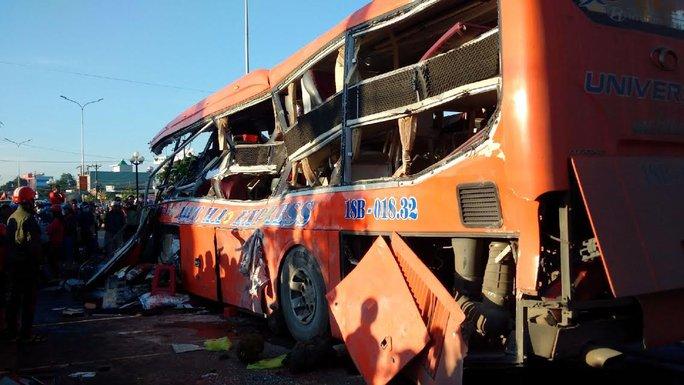 Tai nạn kinh hoàng ở Gia Lai, ít nhất 10 người chết - Ảnh 5.