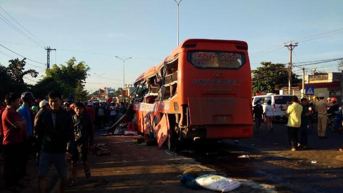 Tai nạn kinh hoàng ở Gia Lai, ít nhất 10 người chết - Ảnh 4.