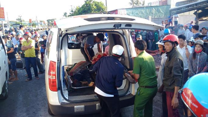 Tai nạn kinh hoàng ở Gia Lai, ít nhất 10 người chết - Ảnh 2.