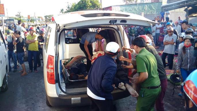 Tai nạn kinh hoàng ở Gia Lai, ít nhất 10 người chết - Ảnh 8.