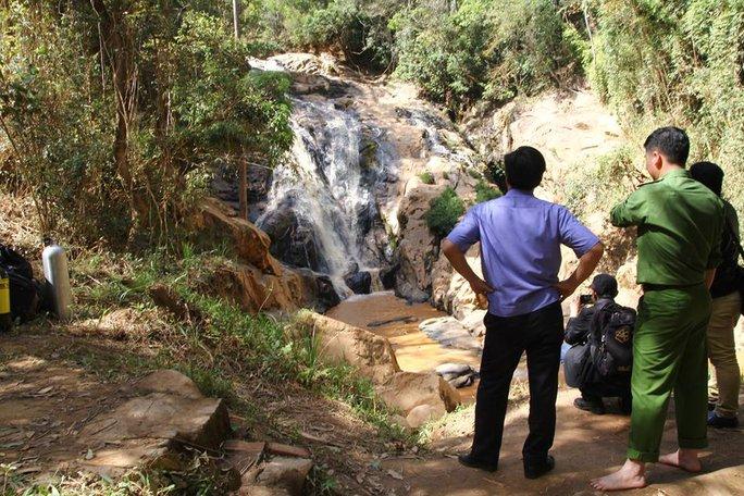 Thác nước nơi xảy ra tai nạn sau khi đã ngay đập để trục vớt thi thể 2 nạn nhân