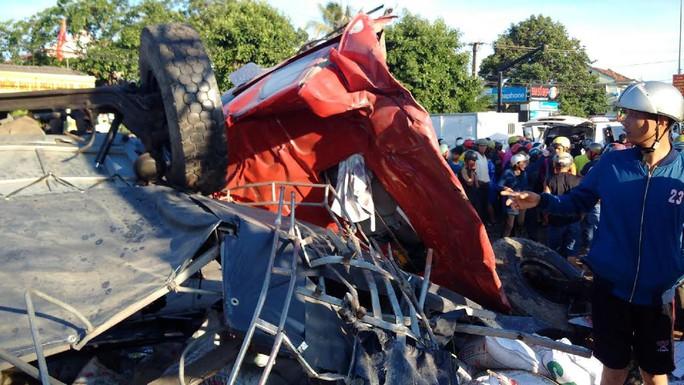 Tai nạn kinh hoàng ở Gia Lai, ít nhất 10 người chết - Ảnh 9.