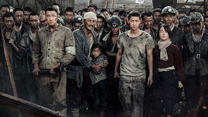 Phim mới của Song Joong Ki lập kỷ lục phòng vé - Ảnh 1.