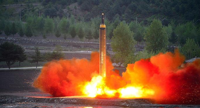 """Thử nghiệm thất bại, tên lửa Triều Tiên """"nổ tung trên khu dân cư""""? - Ảnh 1."""