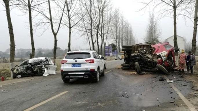 Cướp xe được 10 phút thì đâm vào xe tải tử vong - Ảnh 1.