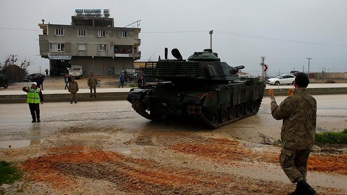 Thổ Nhĩ Kỳ bị dội tên lửa, hàng chục người thương vong - Ảnh 1.