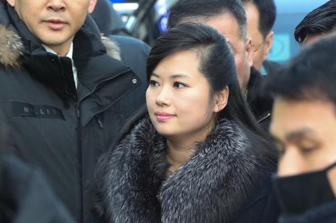 Người yêu cũ của ông Kim Jong-un quyền lực tới đâu? - Ảnh 2.