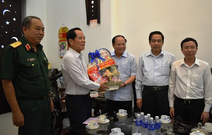 Lãnh đạo TP HCM thăm cán bộ cách mạng lão thành - Ảnh 1.