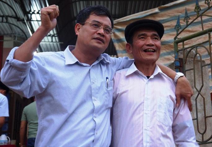 Cha mẹ Tiến Dũng, Quang Hải nén lòng hủy chuyến đi Trung Quốc - Ảnh 1.