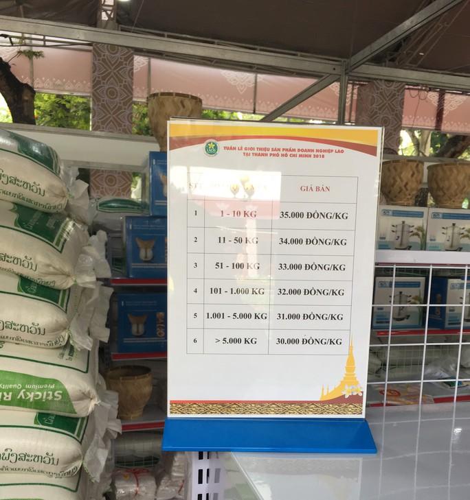 Người dân Sài Gòn mê mẩn gạo nếp Lào - Ảnh 2.