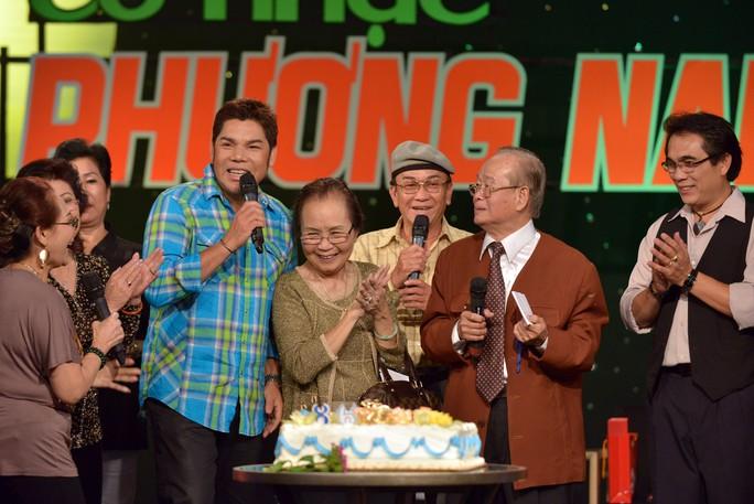 Nghệ sĩ tiếc thương danh hài Văn Chung - Ảnh 4.