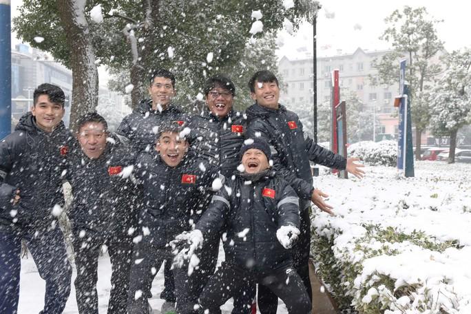 Trước đại chiến Uzbekistan, U23 Việt Nam háo hức nghịch tuyết - Ảnh 5.
