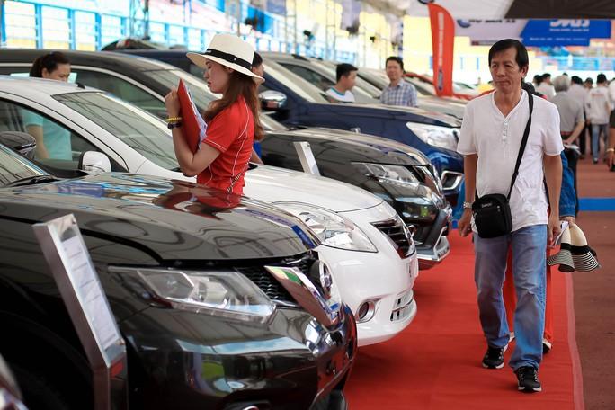 Bộ Công Thương cảnh báo khách mua ô tô dịp cuối năm - Ảnh 1.