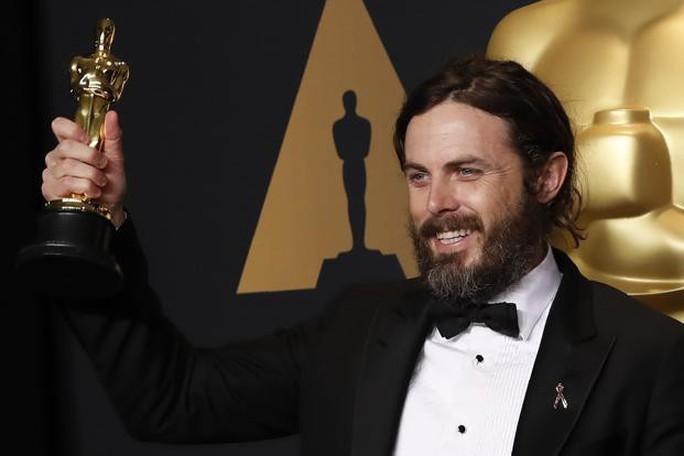 Tài tử Casey Affleck bị loại khỏi Oscar vì bê bối tình dục - Ảnh 1.