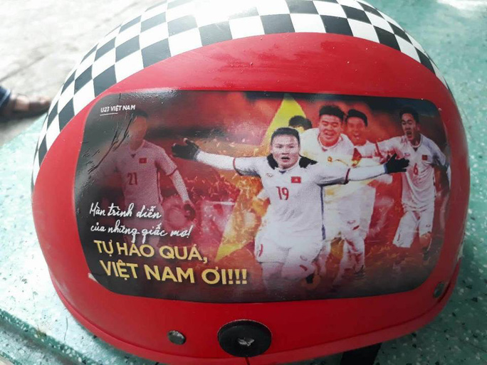 Sản phẩm cổ vũ đội tuyển U23 Việt Nam hút hàng chưa từng thấy - Ảnh 4.