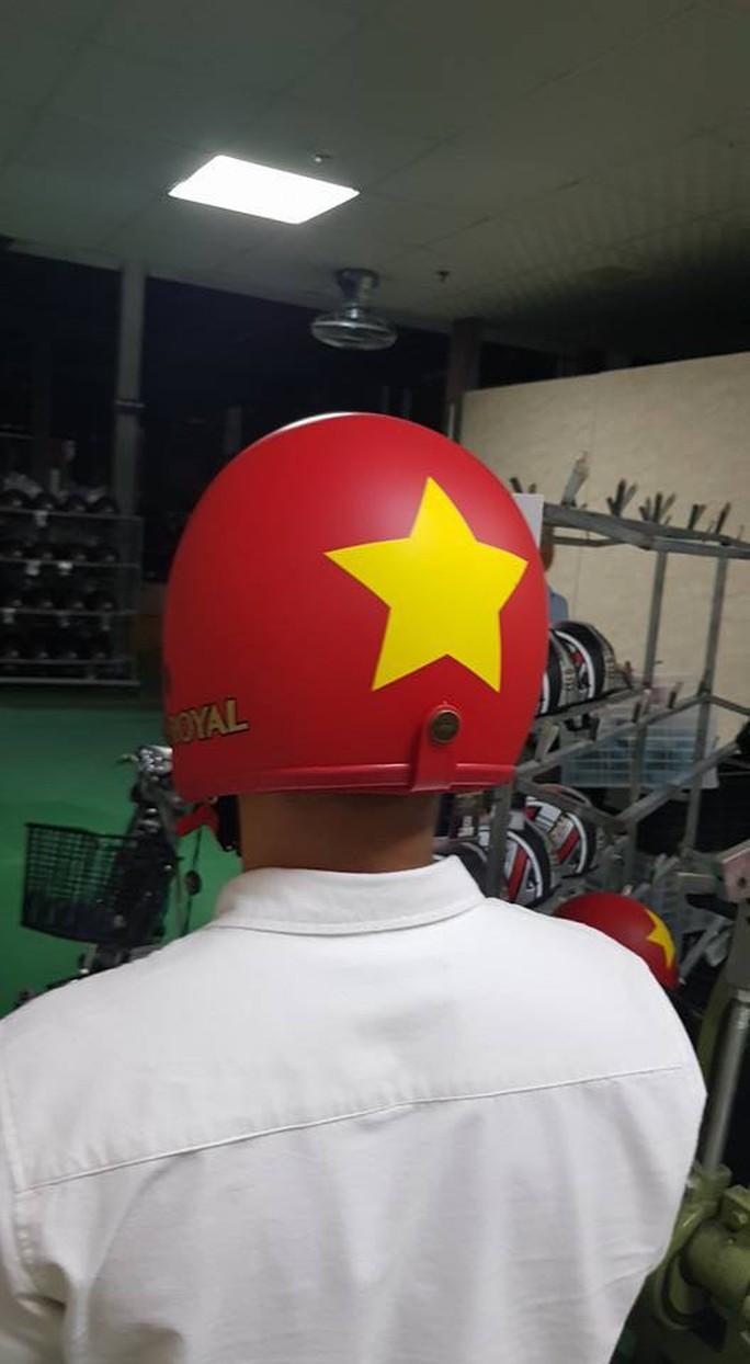 Sản phẩm cổ vũ đội tuyển U23 Việt Nam hút hàng chưa từng thấy - Ảnh 6.