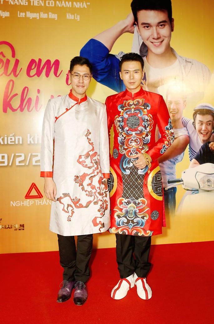 Diễn viên Hoa ngữ xúng xính trong áo dài Việt Nam - Ảnh 2.