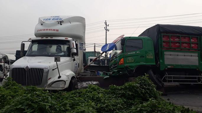Tai nạn liên hoàn trên Quốc lộ 1, kẹt xe kéo dài - Ảnh 1.