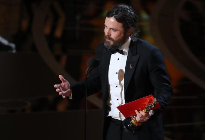 Tài tử Casey Affleck bị loại khỏi Oscar vì bê bối tình dục - Ảnh 2.