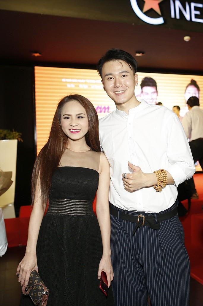 Diễn viên Hoa ngữ xúng xính trong áo dài Việt Nam - Ảnh 3.
