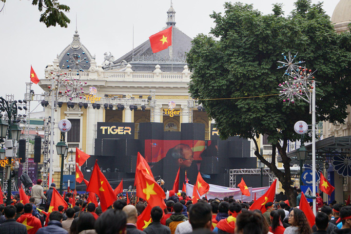 Phó Thủ tướng reo mừng giây phút Quang Hải ghi tuyệt phẩm - Ảnh 14.