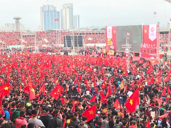Phó Thủ tướng reo mừng giây phút Quang Hải ghi tuyệt phẩm - Ảnh 21.