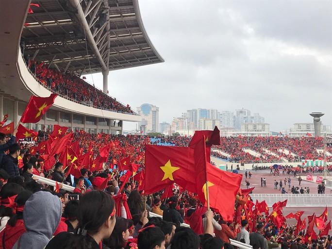 Phó Thủ tướng reo mừng giây phút Quang Hải ghi tuyệt phẩm - Ảnh 22.