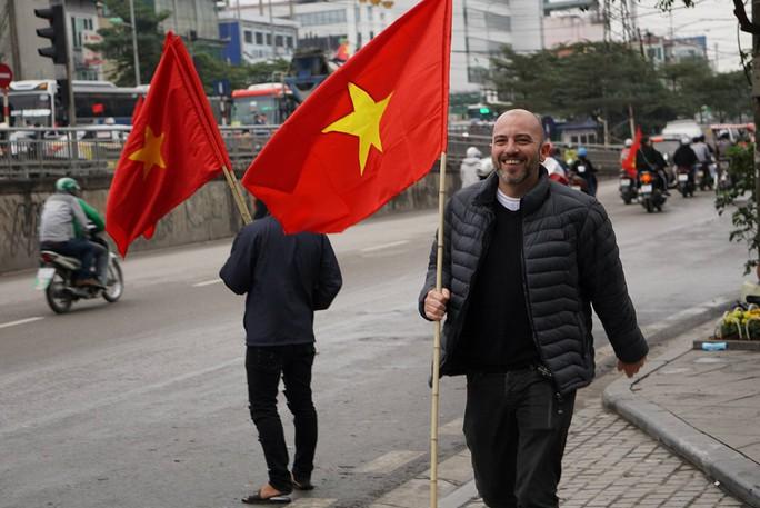 Phó Thủ tướng reo mừng giây phút Quang Hải ghi tuyệt phẩm - Ảnh 17.