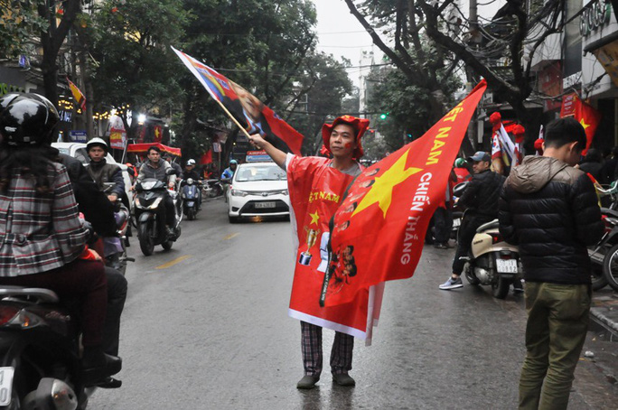 Phó Thủ tướng reo mừng giây phút Quang Hải ghi tuyệt phẩm - Ảnh 11.