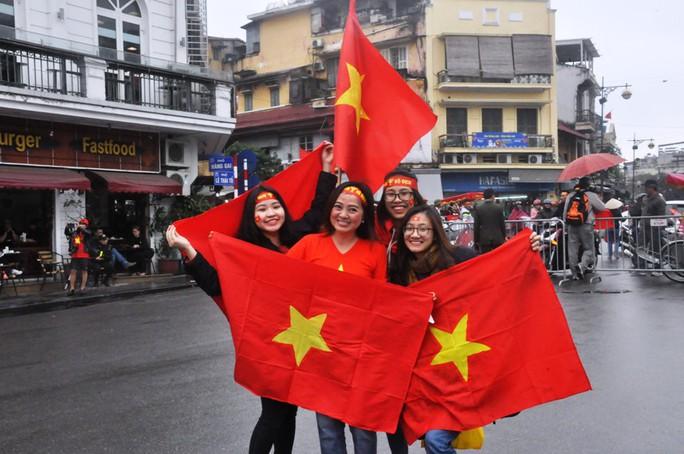 Phó Thủ tướng reo mừng giây phút Quang Hải ghi tuyệt phẩm - Ảnh 8.