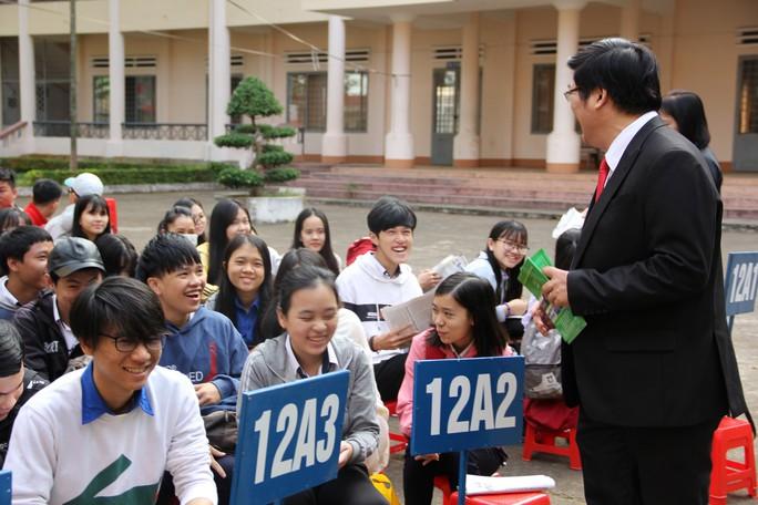 Đưa trường học đến thí sinh 2018 tại Đắk Lắk: Mê sư phạm nhưng sợ thất nghiệp - Ảnh 8.