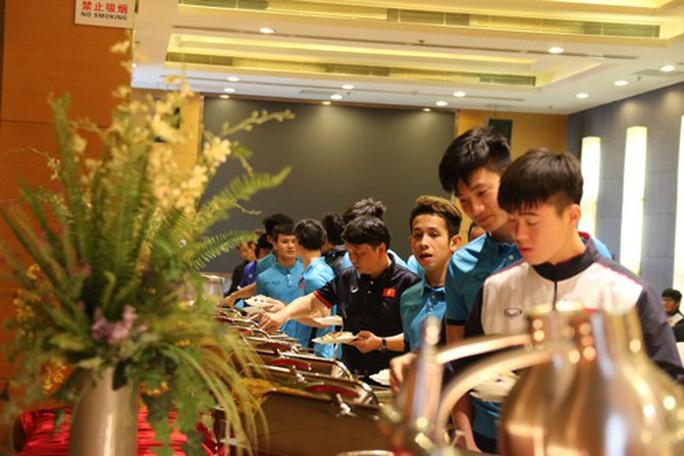U23 Việt Nam với bữa cơm không smartphone - Ảnh 1.
