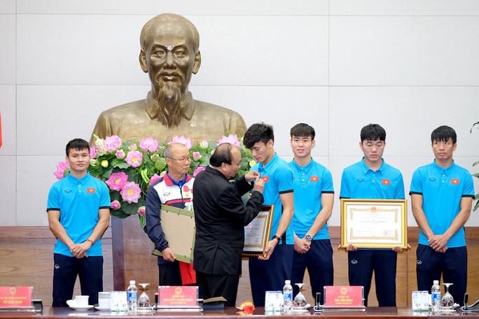 Thủ tướng: Chưa bao giờ có niềm vui lớn như đón đội tuyển U23! - Ảnh 8.