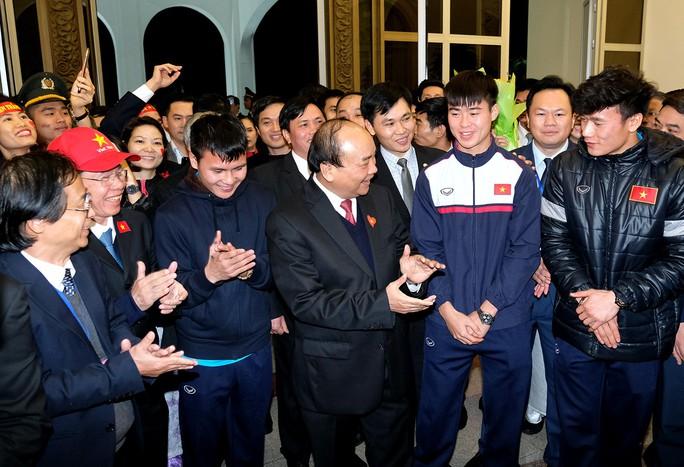 Thủ tướng: Chưa bao giờ có niềm vui lớn như đón đội tuyển U23! - Ảnh 6.