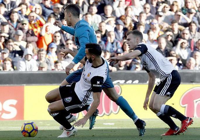 BBC tái xuất, Real Madrid đại thắng ở Mestalla - Ảnh 4.