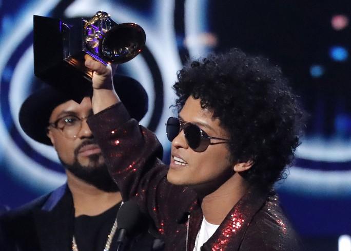 Grammy 2018: Bruno Mars gom hết giải quan trọng! - Ảnh 25.