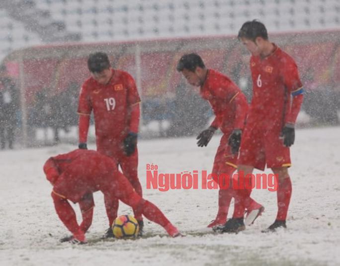 Những hình ảnh lấy nước mắt người hâm mộ của U23 Việt Nam - Ảnh 14.