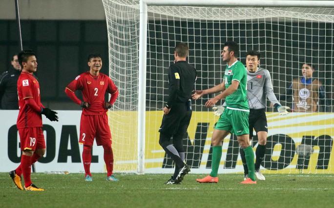 Những hình ảnh lấy nước mắt người hâm mộ của U23 Việt Nam - Ảnh 3.