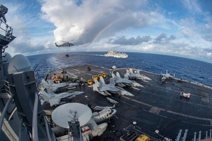 Uy lực của tàu sân bay Mỹ sắp thăm Đà Nẵng - Ảnh 2.