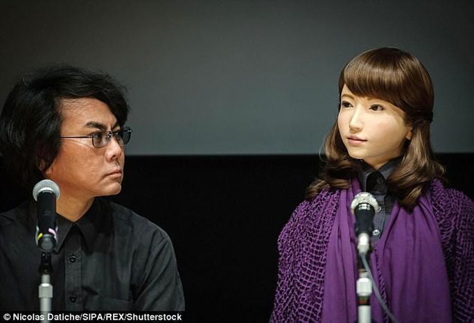 Cận cảnh robot phát thanh viên truyền hình xinh đẹp Nhật Bản - Ảnh 2.