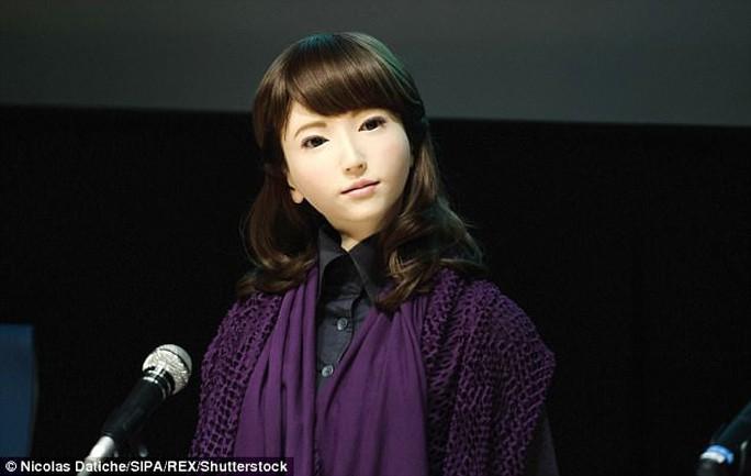 Cận cảnh robot phát thanh viên truyền hình xinh đẹp Nhật Bản - Ảnh 1.
